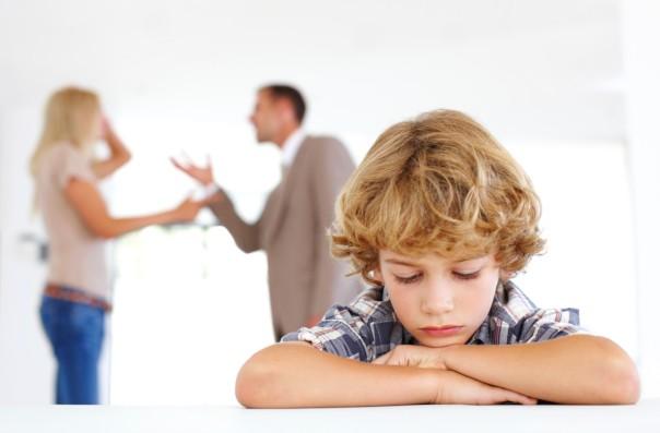genitori litigi figli